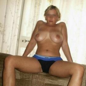 Blonde à gros seins de Marseille cherche une rencontre sexy