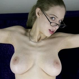 Femme à lunette cherche homme expérimenté
