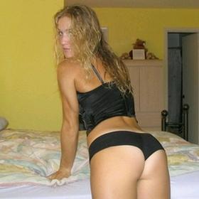 Jeune blonde aux cheveux longs cherche plan sexe sans lendemain