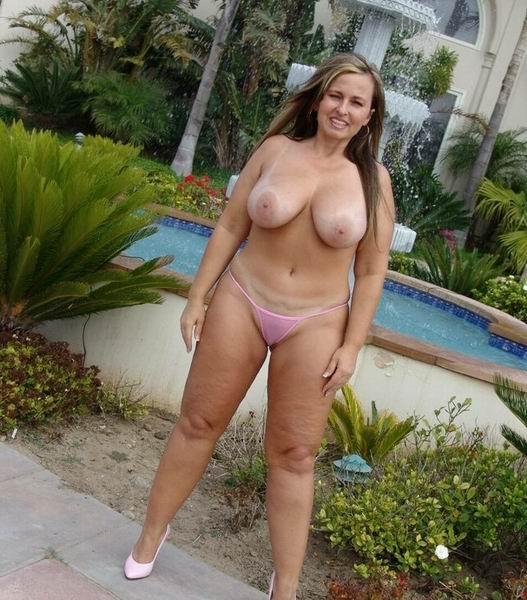 Femme mure à gros seins cherche jeune amant